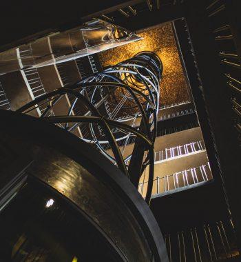 elevator-5166361_1920
